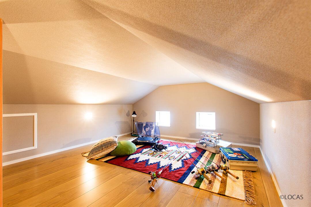 遊び心くすぐる 屋根裏部屋がある家